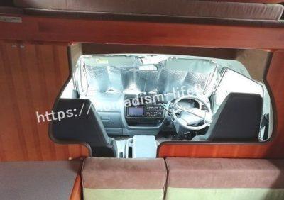 キャンピングカー内装運転席